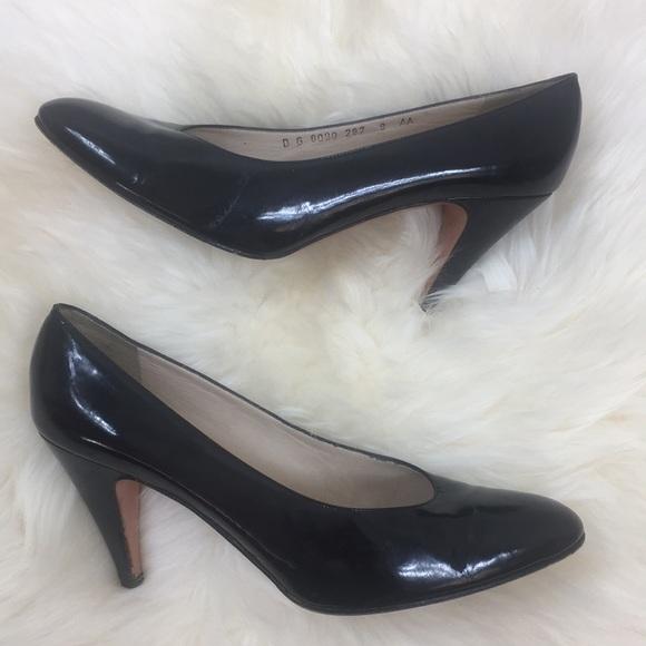 0334c707fe71 Patent Leather Black Salvatore Ferragamo VARA Heel